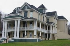 Ralph Stanley Museum and Traditional Mountain Music Center Ralph Stanley, Mountain Music, Appalachian Mountains, Day Trips, Places Ive Been, Virginia, Museum, Traditional, Mansions