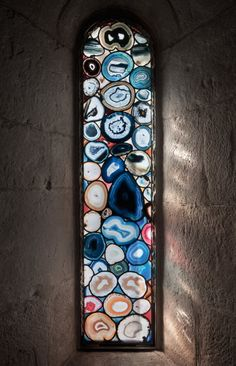 Wandered into Grossmünster cathedral in a touristy area of Zürich today to find these stunning works of stained glass (made from sliced agate) by artist Sigmar Polke. BEHOLD and BELOVE. Mosaic Glass, Glass Art, Mosaic Mirrors, Mosaic Art, Sea Glass, Photos Booth, Stained Glass Windows, Rocks And Minerals, Resin Art