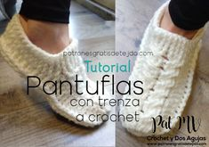 Crochet Boots, Crochet Slippers, Knit Crochet, Knitting Stitches, Knitting Socks, Baby Knitting, Diy Clothes Videos, Knitted Baby Clothes, Knit Shoes