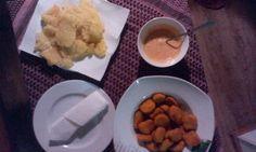 Reibekuchen und Chicken Nuggets + Dip und Serviette   :-)