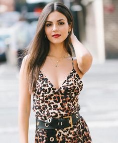 Growing Out Fringe, Growing Out Bangs, Victoria Justice Hair, Victorious, Vicky Justice, Tori Vega, Glamour, Hollywood, Easy Hairstyles