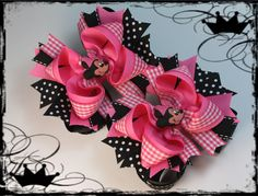 Website sells many different hair bows, but can easily be duplicated. the black dotted ribbon makes the bow really POP. Big Hair Bows, Making Hair Bows, Bow Hair Clips, Bow Making, Ribbon Crafts, Ribbon Bows, Hair Ribbons, Bow Image, For Elise