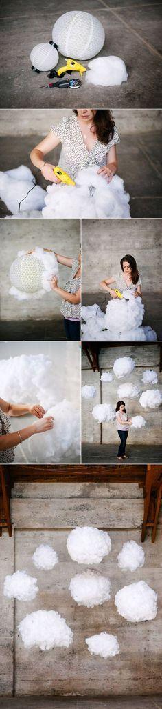 Création Déco suspension luminaire nuage lampe a faire soi-même à partir d'une lampe boule en papier de colle et de coton tutoriel diy détournement objet pour la décoration de la salle de mariage
