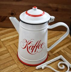 love it soooo much, old emaille for my kitchen