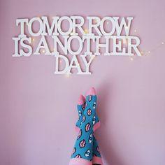 """""""Un altro giorno con calzini super colorati grazie a @happysocksofficial  Another day with colored socks by  #andrexhappysocks  More on my blog…"""""""