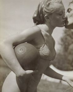 """""""Le baiser"""", 1936, fotografia de Pierre Boucher."""