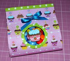 Faça uma embalagem para doces com scrapbooking super fácil e para várias ocasiões. #craft #easter #kids