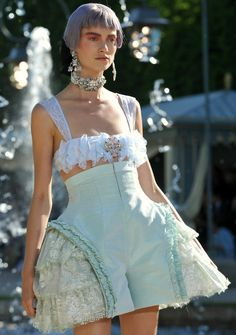 A modern take on the historical pannier Chanel Fashion, 90s Fashion, High Fashion, Crazy Fashion, Fashion Glamour, Fashion Ideas, Chanel Cruise, Chanel Resort, Hoop Skirt