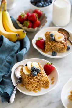 Baked Oatmeal – this delicious breakfast is made with nutritious oats, sweetened with maple syrup and flavored with cinnamon and vanilla. It's a hearty, delicious way to start the day! Amish Baked Oatmeal, Baked Oatmeal Recipes, Ww Recipes, Dessert Recipes, Cooking Recipes, Sweet Desserts, Healthy Desserts, Breakfast For Kids, Breakfast Recipes