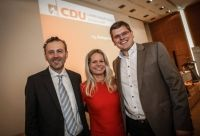 Strahlten nachher um die Wette: Thomas Jarzombek (li.), Angela Erwin und Peter Blumenrath.