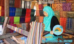 Berlibur di Desa Sukarara Lombok.  Siapa di antara anda semua yang tidak mengenal pulau yang satu ini, pastinya anda sudah sangat akrab kan dengan pulau Lombok? Pulau Lombok merupakan salah satu kawasan yang memiliki cukup banyak objek wisatanya yang sangat indah dan wajib untuk anda kunjungi, serta selain itu pulau Lombok ini juga memiliki pemandangan alamnya yang begitu sangat mempesona dan asri.... http://wisatalombokmurah.com/berlibur-di-desa-sukarara-lombok/   #desasukarara