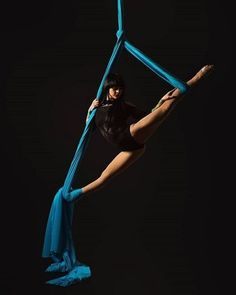 Find tips, inspiration and info for all the beginners, performers and instructors concerning Aerial Arts-Acrobatics & Pole Dance Fitness. Aerial Hammock, Aerial Hoop, Aerial Arts, Aerial Acrobatics, Aerial Dance, Aerial Silks, Pole Dance, Dance Flexibility Stretches, Flexibility Training