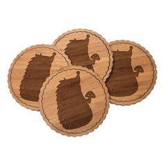 Untersetzer Rundwelle Igel mit Pilz aus Bambus  Coffee - Das Original von Mr. & Mrs. Panda.  Diese runden Untersetzer mit einer wunderschönen Wellenform sind ein besonderes Highlight auf jedem Esstisch. Jeder Gläser Untersetzer wurde mit viel Liebe handgefertigt und alle unsere Motive sind mit besonders viel Hingabe von unserer Designerin gestaltet worden. Im Set sind jeweils 4 Untersetzer enthalten.    Über unser Motiv Igel mit Pilz  Dieser kleine Stachelfreund liebt die Natur. Er liebt den…