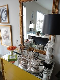 Hallie Henley via La Dolce Vita #glam #bar #chinoiserie