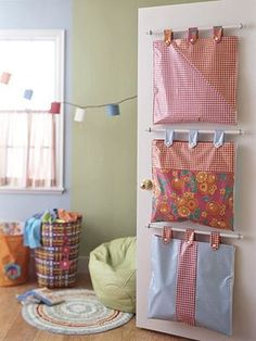 Hanging Door Storage Bags - originally from Better Homes and Gardens, page no longer exists - made from oil cloth - would be great for in progress projects in the craft room - featured on Makezine