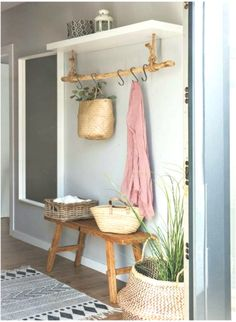 This entryway setting but with a modern vibe – Wohnung – Decoration Diy Home Decor, Room Decor, Wall Decor, Farmhouse Kitchen Decor, Rustic Farmhouse, Country Kitchen, Home And Deco, Organizing Your Home, Entryway Decor