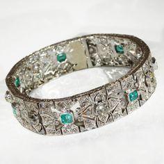 Glittering Art Deco Diamond and Emerald Bracelet in Platinum, c. 1920