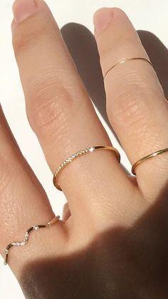 Gold Rings Jewelry, Hand Jewelry, Simple Jewelry, Cute Jewelry, Gold Earrings, Jewelry Accessories, Jewelry Design, Gold Bracelets, Jewelry Ideas