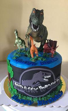 Jurassic World Party Jurassic Park Party, Jurassic World Cake, Dinosaur Birthday Cakes, Novelty Birthday Cakes, Dinosaur Party, Dinosaur Cakes For Boys, Birthday Party At Park, 5th Birthday, Birthday Ideas