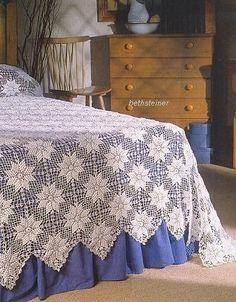 Colcha e Travesseiros de Filé -  /    Blanket and  Sleeping Pad with  Filet -
