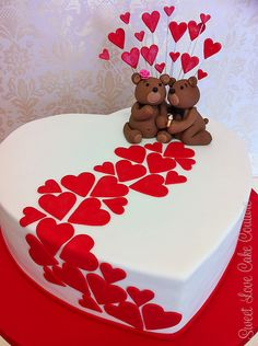 ♡ Love cake with bears Bolo Fondant, Fondant Cakes, Cupcake Cakes, Cute Cakes, Pretty Cakes, Beautiful Cakes, Heart Shaped Cakes, Heart Cakes, Heart Shaped Birthday Cake