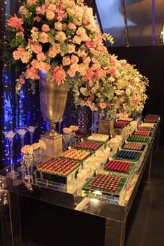 Classic and Romantic Wedding Decoration at Le Buffet – The Best Ideas Elegant Wedding Colors, Candy Display, Dusty Rose Wedding, Church Flowers, Cinderella Wedding, Wedding Decorations, Table Decorations, Dessert Buffet, Macaron