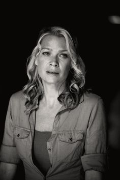 The Walking Dead-- Andrea (Laurie Holden) in Arrow on the Doorpost Walking Dead Girl, Walking Dead Season, Fear The Walking Dead, King Ezekiel, Laurie Holden, Dead King, Human Rights Activists, Canadian Actresses, Wattpad