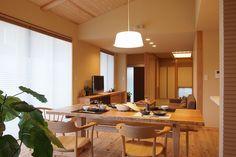 写真03|F様邸/ラフィネ・平屋・PV(H25.3.19更新) Home And Deco, Conference Room, Table, Furniture, Home Decor, Decoration Home, Room Decor, Tables, Home Furnishings