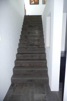 Tabacco Natursteintreppe in das Obergeschoß Stairs, Interior Design, Diy, Home Decor, Natural Stones, Build House, Stairways, Design Interiors, Do It Yourself