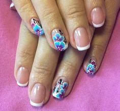 френч с росписью на коротких ногтях