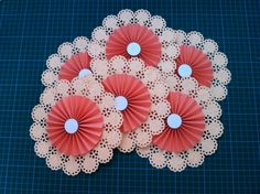 Craft: The Circle Edge Punches from Martha Stewart – Agnes & Maurice New Year's Crafts, Crafts To Make, Paper Crafts, Diy Crafts, Giant Paper Flowers, Diy Flowers, Flower Punch Board, Martha Stewart Punches, Paper Pop