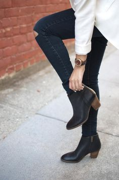 Take a look at the best winter dresses with ankle boots in the photos below and get ideas for your outfits! black-leather-jacket-red-skirt-and-black-boots via Image source Estilo Fashion, Look Fashion, Fashion Boots, Womens Fashion, Fashion Trends, Madewell Boots, Looks Style, Style Me, Woman Shoes