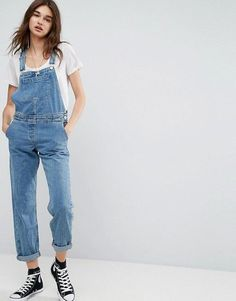 Discover women's jumpsuits & playsuits with ASOS. Shop a range of women's jumpsuits, unitards, playsuits and dungarees with ASOS. Denim Overall Shorts, Salopette Short Jean, Salopette Jeans, Overalls Outfit, Denim Overalls, Denim Jumpsuit, Bodycon Jumpsuit, Jumpsuit Dress, Moda Masculina