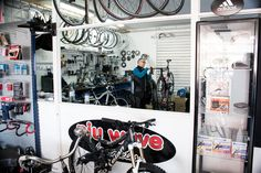 Pedro Cerdá lived in Búger but has his bike shop Niu wave in Alcudia. The best bike mechanic in Mallorca according to many cyclists and triathletes.