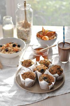 Muffins aux mûres et gingembre confit  Granola au miel   2 chocolats chaud avec du vrai chocolat