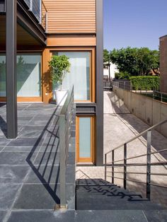 Creating a private terrace by going up stairs P House in Barcelona by Artigas Arquitectes (8)