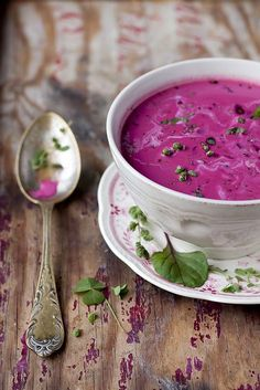 betterave soupe - looks like the borscht that I am about to make, yummy! Beet Soup, Soup And Salad, Soup Recipes, Cooking Recipes, Healthy Recipes, Yummy Food, Tasty, Food Inspiration, Love Food