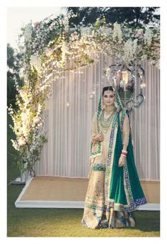 Dia Mirza's wedding outfit created by Mrs. Ritu Kumar (1)