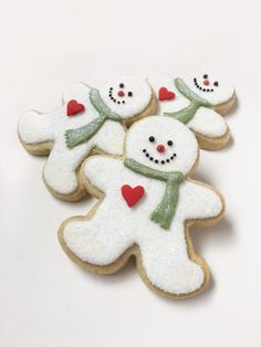 Snowmen out of Gingerbread Man Cutouts Snowman Cookies, Christmas Sugar Cookies, Christmas Snacks, Cute Cookies, Christmas Cooking, Christmas Goodies, Holiday Cookies, Christmas Candy, Christmas Snowman