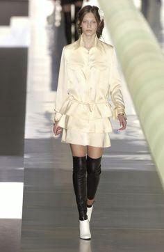 http://www.livingly.com/runway/Chanel/Paris Fashion Week Fall 2003/I-5OUynLsEm