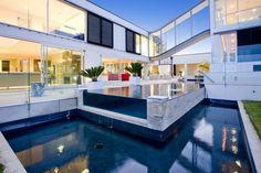 L'espace outdoor et indoor de la maison contemporaine