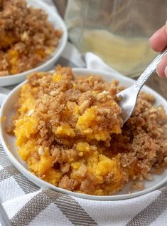 A delicious, sweet butternut squash casserole that's a holiday family favorite dessert! The crunchy topping is to die for and it makes enough to feed the whole family at Thanksgiving or Christmas! Mashed Butternut Squash, Butternut Squash Casserole, Glass Baking Dish, Casserole Recipes, Vegetable Recipes, Macaroni And Cheese, Curry, Checker Board, Healthy Eating