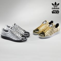 Relive your Star Wars memories with the characters Darth Vader, the Stormtrooper and Boba Fett with custom details on the adidas Superstar Adidas Superstar, Superstar 80s, Adidas Mode, Adidas Nmd_r1, Adidas Sneakers, Gold Adidas, Darth Vader, Stormtrooper, Vintage Sneakers