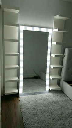 В место зеркала двери