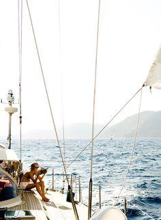 Verano, mar, velero, lectura...lo mas