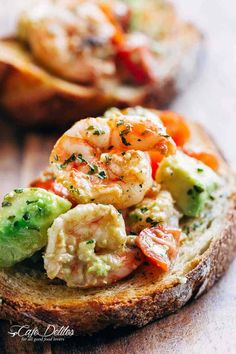 Need appetizer, lunch, or some serious snack inspiration? Shrimp Avocado Garlic … Need appetizer, lunch, or some serious snack inspiration? Shrimp Avocado Garlic Bread would have to be the next BEST thing to garlic bread! Avacado Appetizers, Shrimp Appetizers, Shrimp Avocado, Shrimp Recipes, Mexican Food Recipes, Appetizer Recipes, Ethnic Recipes, Avocado Salad, Garlic Bread