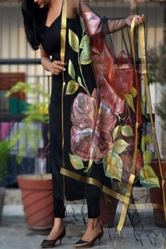 51 trendy Ideas for party outfit black teen fashion Hand Painted Dress, Painted Clothes, Indian Attire, Indian Outfits, Teen Fashion, Indian Fashion, Fashion Ideas, Saree Painting, Indian Designer Suits