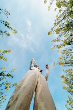low angle photography of woman in white dress standing under green tree during daytime photo – Free Apparel Image on Unsplash Creative Portrait Photography, Photography Poses Women, Conceptual Photography, Creative Portraits, Girl Photography, Outdoor Photography, Photographie Portrait Inspiration, Fashion Photography Inspiration, Photoshoot Inspiration