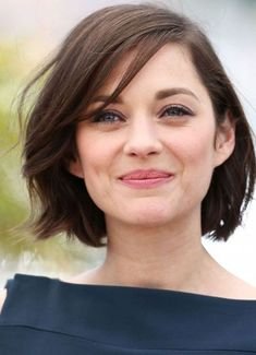 Pixie And Bob Modern Short Hairstyles for Young Women 2019 : One of the most preferred hairstyles in recent years is short hairstyles. Short haircuts are frequently used by both the young and the elderly. Modern Short Hairstyles, Short Hairstyles For Thick Hair, Short Straight Hair, Short Hair Cuts, Bob Hairstyles, Modern Haircuts, Short Messy Bob, Haircut Short, Short Wavy