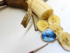 Turkish artist Hasan Kale creates incredibly tiny works of art using just his steady hand and a finely tipped paint brush. Pencil Carving, Banana Art, Small Canvas, Blank Canvas, Banana Slice, Yummy Snacks, Cool Artwork, Kale, Food Art